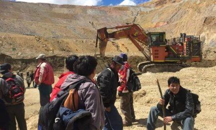 Pobladores indignados por incumplimientos de Minera Yanacocha tomaron tajo La Quinua