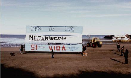 Vecinos de Península de Valdés con mensaje contra la megaminería al inicio de la temporada de ballenas