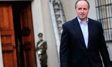 Demandan renuncia de ministro chileno por hacer informes a una minera