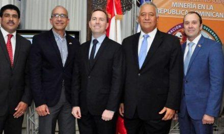 La embajada de Canadá en Dominicana presenta manual y folletos sobre minería