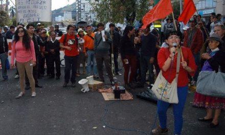 Plantón contra minería frente a la embajada China en Quito