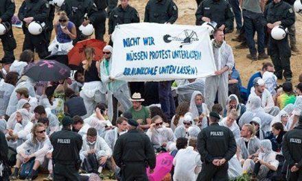 Manifestantes atacan mina de carbón en Alemania