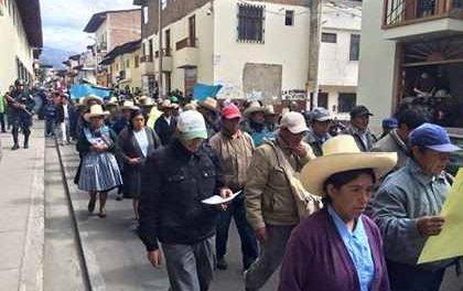 Pobladores de 11 caseríos de Cajamarca realizan movilización contra minera Yanacocha