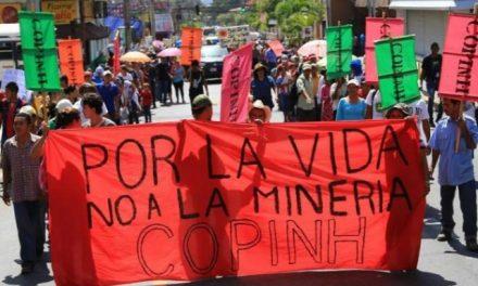 Organizaciones campesinas protestan en San Pedro Sula contra la minería