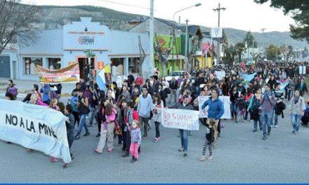 Marcha contundente en defensa del territorio y repudiando el espionaje a vecinos
