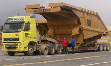En Tinogasta el pueblo salió al cruce de camiones mineros