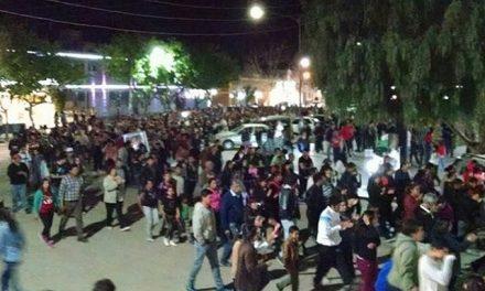 Asamblea de miles de personas en Jachal: paro de actividades, movilización y renuncia del gobernador