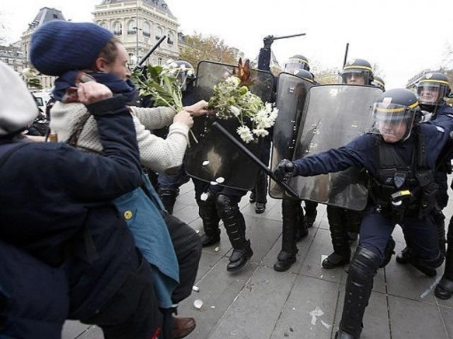Cerca de 200 manifestantes detenidos en París en protestas previas a la Cumbre de cambio climático