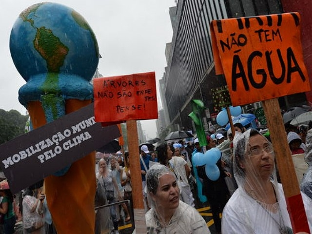 Cientos de brasileños marchan y reclaman soluciones tras catástrofe minera