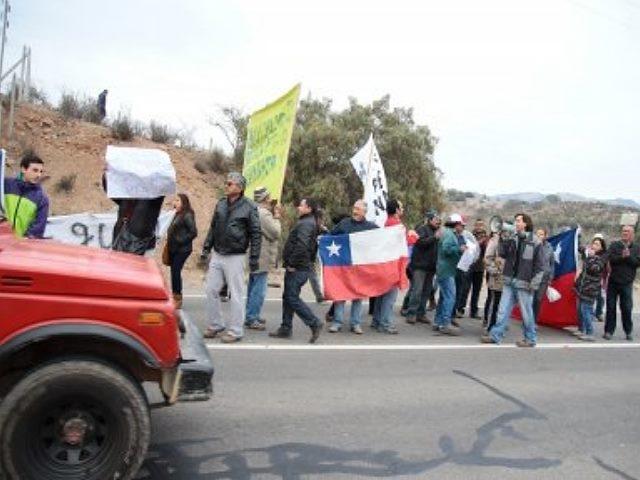 Pobladores presentan documento en Intendencia por daños de la extracción minera