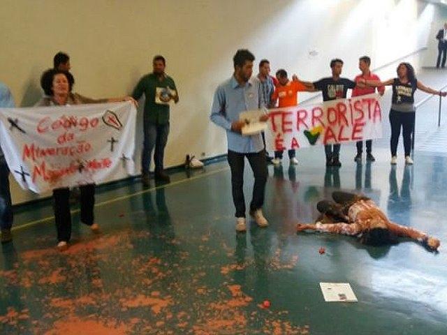 """Presos por protestar por el """"crimen ambiental"""" de la minería en Brasil"""
