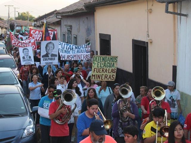 """«¡Fuera Andes Copper de Putaendo!»: Miles de personas en primera """"Marcha x la Vida"""""""