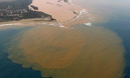 NASA captó mancha tóxica de 80 km tras derrame de minera en Brasil