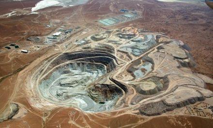 Denuncian que minera que explota en Chile extrae agua de territorio boliviano