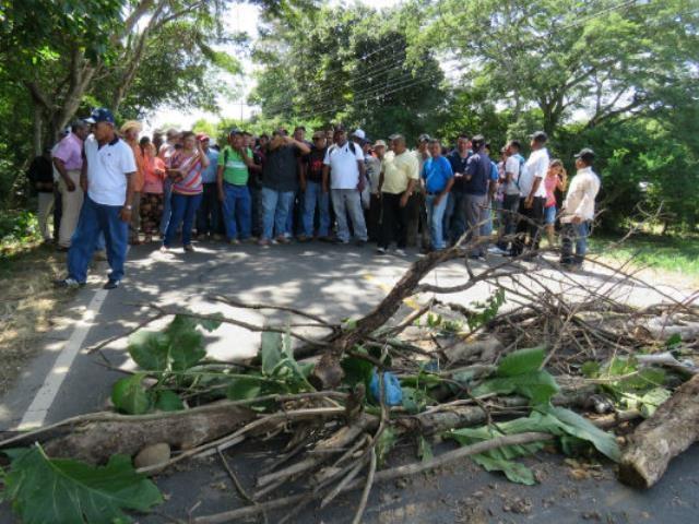 Extrabajadores de minera Petaquilla reclaman el pago de sus salarios desde hace dos años