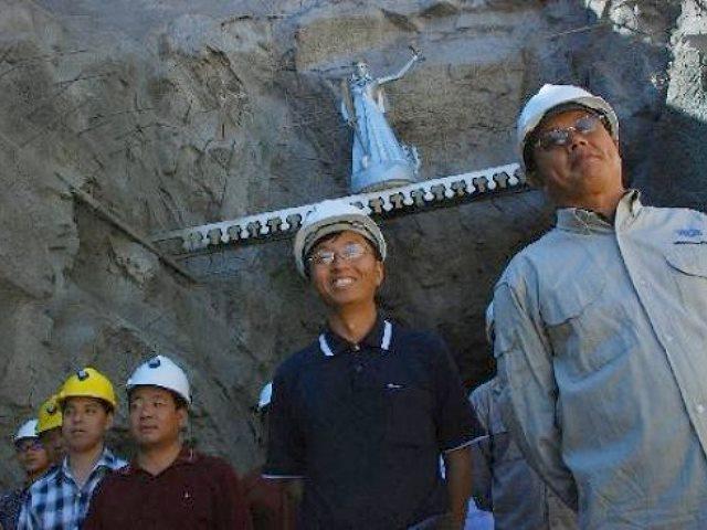 Gobierno de Río Negro paga a minera china la electricidad, seguros por accidentes, combustibles y perdona tasas, canones y guías