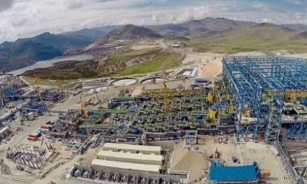 La mina de cobre Las Bambas, la mayor de Perú, ocupada por campesinos reubicados