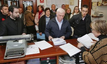 Entregan 1.181 firmas en Zas contra el estudio de investigación minera