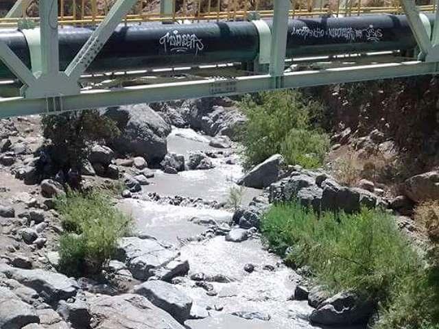 Vecinos del río Colina presentan recurso de protección por derrame de mina Los Bronces