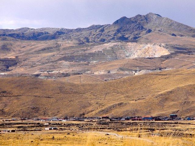 Para beneficiar a minera hudbay forman mesa de di logo y se levanta bloqueo no a la mina esquel - Mesa que se levanta ...