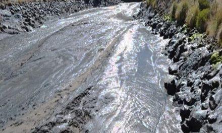 Derrame de 15 millones de litros de relaves mineros contaminan afluentes del río Colca