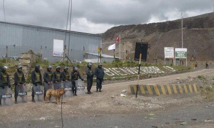 Pobladores reclaman terreno a minera el Brocal