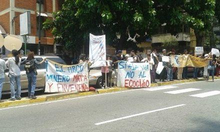 Entregan Manifiesto Popular contra el Arco Minero en PDVSA La Campiña