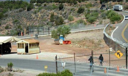 Vecinos de Cananea protestan para que minera deje de cercar un camino