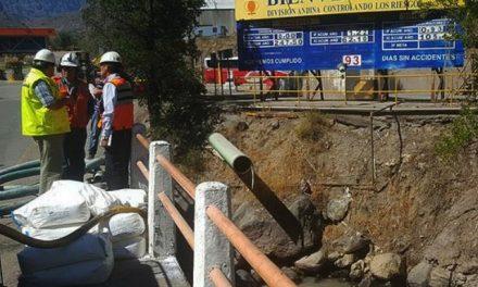 Autoridad sanitaria aplica multa a Codelco Andina tras derrame en río Blanco