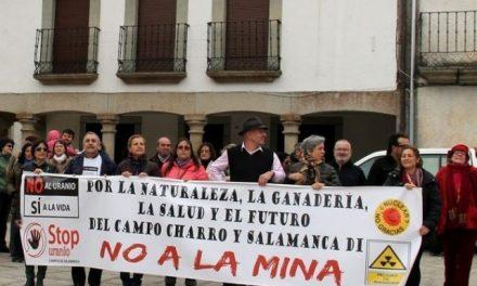 Protestan ante la Escuela de Minas contra la mina de uranio de Berkeley en Retortillo