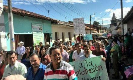Marcharon contra concesiones mineras en Mogote que afectará un río en Santander