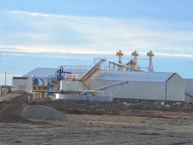 No se cuida el agua y la salud: Chubut vende 25 toneladas de arenas silíceas a YPF