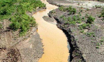 """Premian con certificados de """"industrias limpias"""" a mineras que derramaron tóxicos en Sonora"""