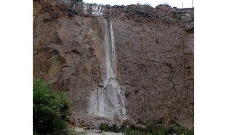 Pueblo de Caimanes lleva una semana sin agua por desborde de relave minero