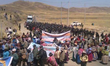 Cumplen segundo día de protestas pidiendo cierre de minera en Melgar y Lampa