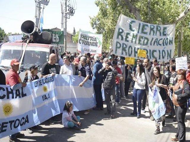 La marcha de Jáchal a pie hasta San Juan capital por el cierre de Veladero y la prohibición de la minería