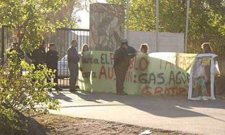 """Protesta en la convención minera: """"Ningún pueblo se ha desarrollado con la megaminería"""""""