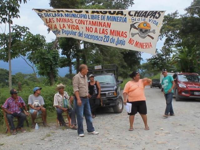 Vecinos de Acacoyagua hacen bloqueo para detener la explotación minera