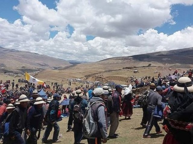 Comuneros no dan tregua y siguen bloqueo al proyecto minero Las Bambas