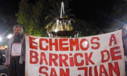 Por los desastres mineros hicieron una radio abierta en la fuente de agua de la plaza en la capital sanjuanina