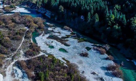 La justicia ordenó suspender la extracción de áridos en el Río Azul