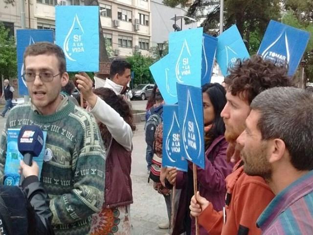 Juntaron firmas en contra de la minería y a favor del agua en Neuquén