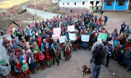 Campesinos en protesta contra mina Las Bambas exigen presencia del presidente peruano