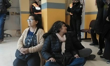 Jachalleros tomaron la Municipalidad y se encadenaron en repudio al aval judicial exprés a la Barrick en Veladero