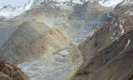 La permisiva Superintendencia de Medio Ambiente presenta cargos contra minera Los Pelambres a fuerza de escándalos