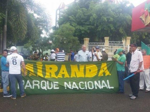Protestan frente a Medio Ambiente en contra de las explotaciones mineras