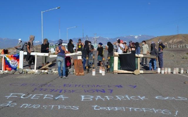Bloqueo a Barrick Gold en el camino de acceso a Veladero