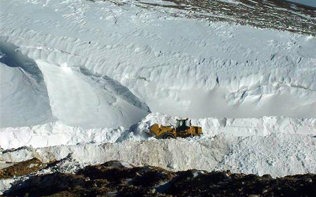 Autoridades mineras cuestionan al hielo de los glaciares porque molesta a las empresas