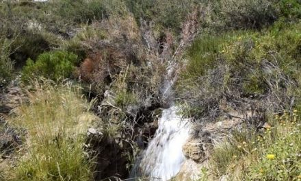 """Acueducto de Comodoro roto genera una """"cascada"""" que tardarán 6 meses en reparar"""