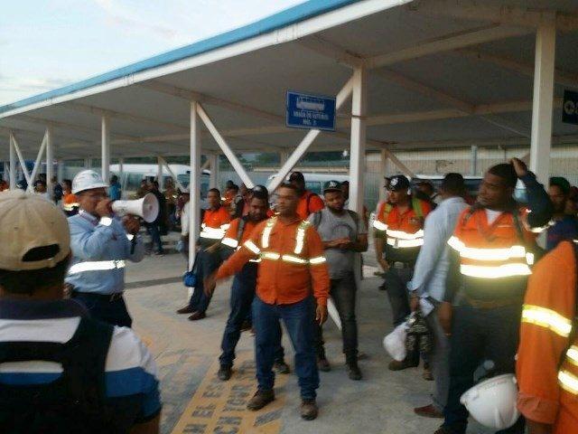 Trabajadores de Barrick denuncian minera continúa cancelaciones